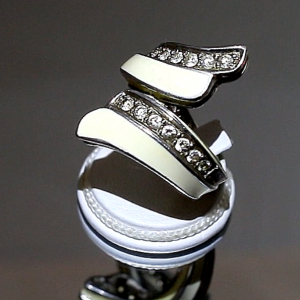 Δαχτυλίδι σε ασήμι 925 επιπλατινωμένο και διακοσμημένο με Σμάλτα και CZ!