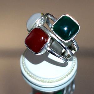 Δαχτυλίδι σε ασήμι 925 με κανελί, λευκό και πράσινο Αχάτη.