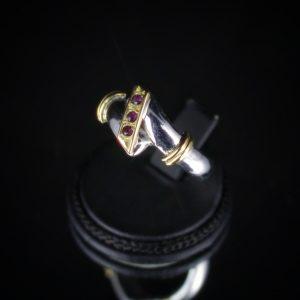 Δαχτυλίδι με ασήμι 925 επιλατινωμένο, με 14kμασίφχρυσό και 3 Ρουμπίνια!