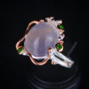 Δαχτυλίδι σε ασήμι 925 με διπλό επιχρύσωμα από λευκό & ροζ Χρυσό 14k και διακοσμημένο με Ροζ Χαλαζία και Χρωμοδιοψίδιους.