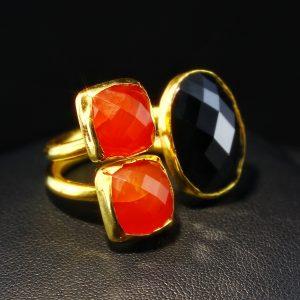 Δαχτυλίδι σε ασήμι 925 με κίτρινο επιχρύσωμα 14k, διακοσμημένο με 100% φυσικά Καρνεόλια και Μαύρο Όνυχα.