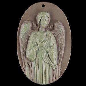 Χειροποίητο μενταγιόν από Ίασπη με ανάγλυφο ένα φύλακα Άγγελο.