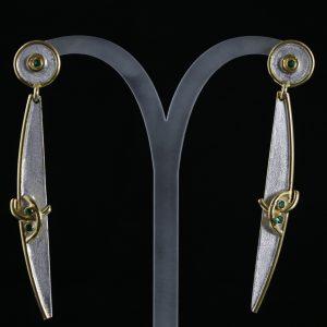 Χειροποίητα σκουλαρίκια σε ασήμι 925 με λευκό και κίτρινο επιχρύσωμα στα 14Κ και λίθους Lab Created Σμαράγδια (ΚΩΔ 9170Α)
