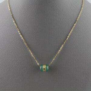 Χειροποίητο μενταγιόν σε ασήμι 925 με κίτρινο επιχρύσωμα στα 14Κ (αφορά την αλυσίδα μήκους 45cm) και κίτρινο Χρυσό 22Κ ( αφορά το κεντρικό μοτίφ ) με πράσινο Jade ή Ιαδεΐτη στα 19.00 ct από την Ιαπωνία (ΚΩΔ 1023ST)