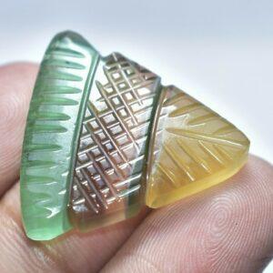 Φθορίτης πολύχρωμος στα 35.40 ct σκαλισμένος σε σχήμα βέλους από την Αφρική (ΚΩΔ 6083Α)