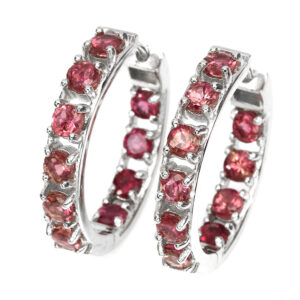 Σκουλαρίκια κρίκοι σε ασήμι 925 με λευκό πλατίνωμα στα 14Κ με είκοσι στρογγυλές Τουρμαλίνες ροζ ή Ρουμπελίτες στα 6.00 ct. Η προέλευση τους είναι από την Βραζιλία (ΚΩΔ 5755Α)
