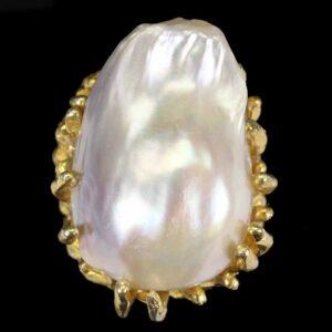 Χειροποίητο δαχτυλίδι σε ασήμι 925 με κίτρινο επιχρύσωμα στα 14Κ με ένα F/w Baroque λευκό Μαργαριτάρι 25 x 17 mm από την Ιαπωνία (ΚΩΔ 6701Β)